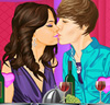 Selena and Justin Kissing